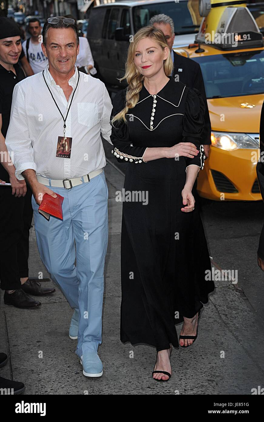 New York, NY, USA. 22nd June, 2017. Publicist, Stephen Huvane, Kirsten Dunst out and about for Celebrity Candids - Stock Image