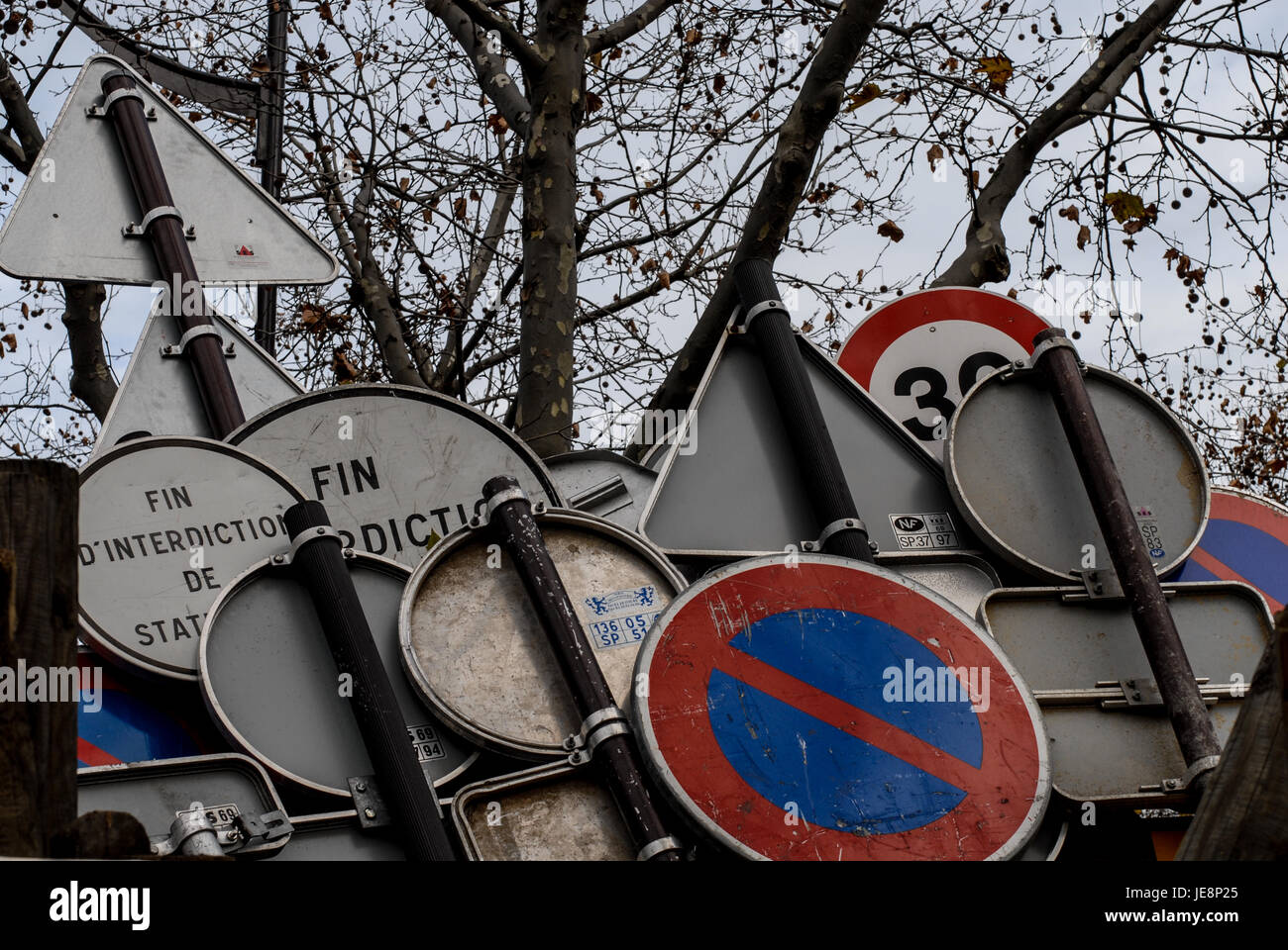 PARIS FRANCE - ROAD PANELS WAITING TO BE USED - PARIS STREET © Frédéric BEAUMONT - Stock Image