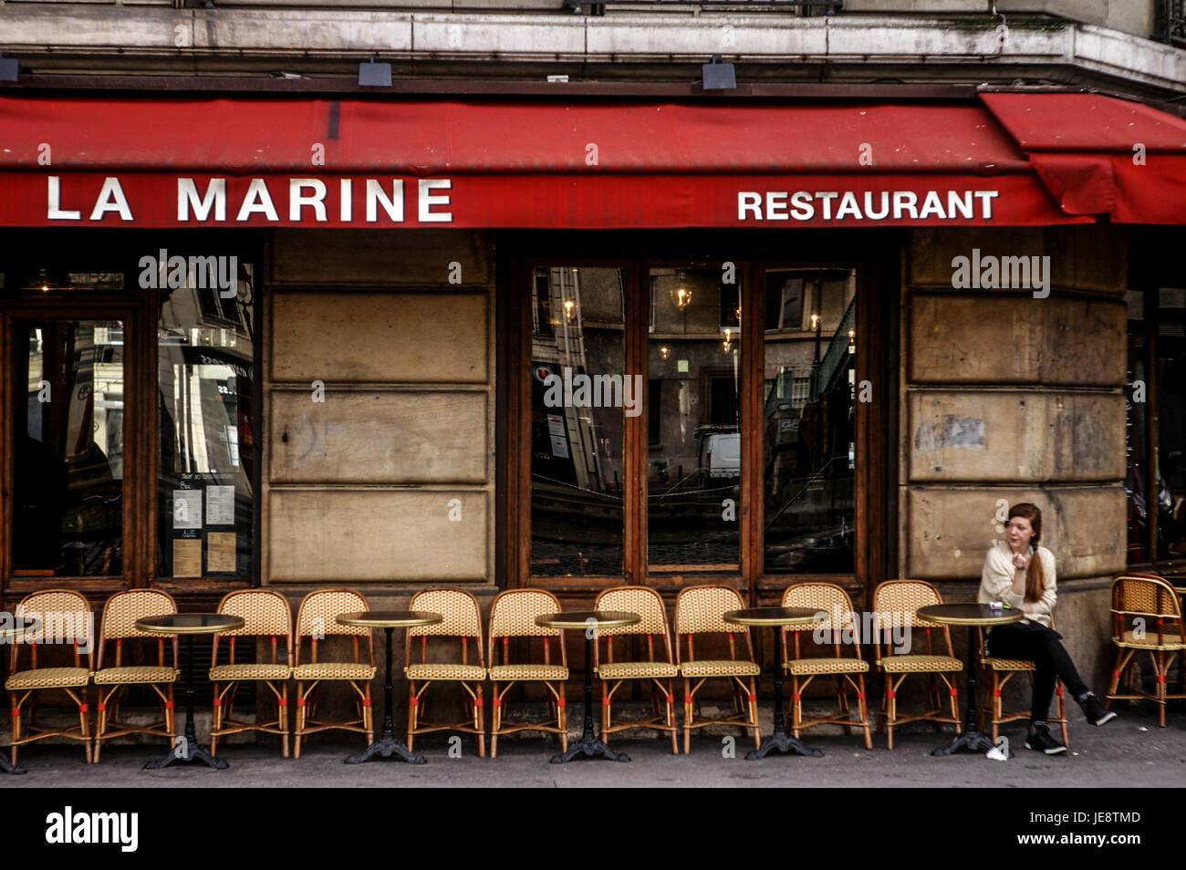 Terrasse Canal Saint Martin restaurant terrasse in paris stock photos & restaurant