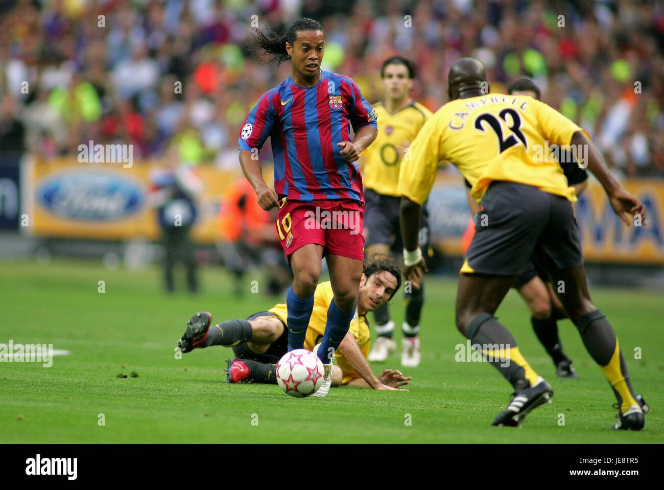 PIRES RONALDINHO & CAMPBELL BARCELONA V ARSENAL STADE DE FRANCE PARIS FRANCE 17 May 2006 - Stock Image