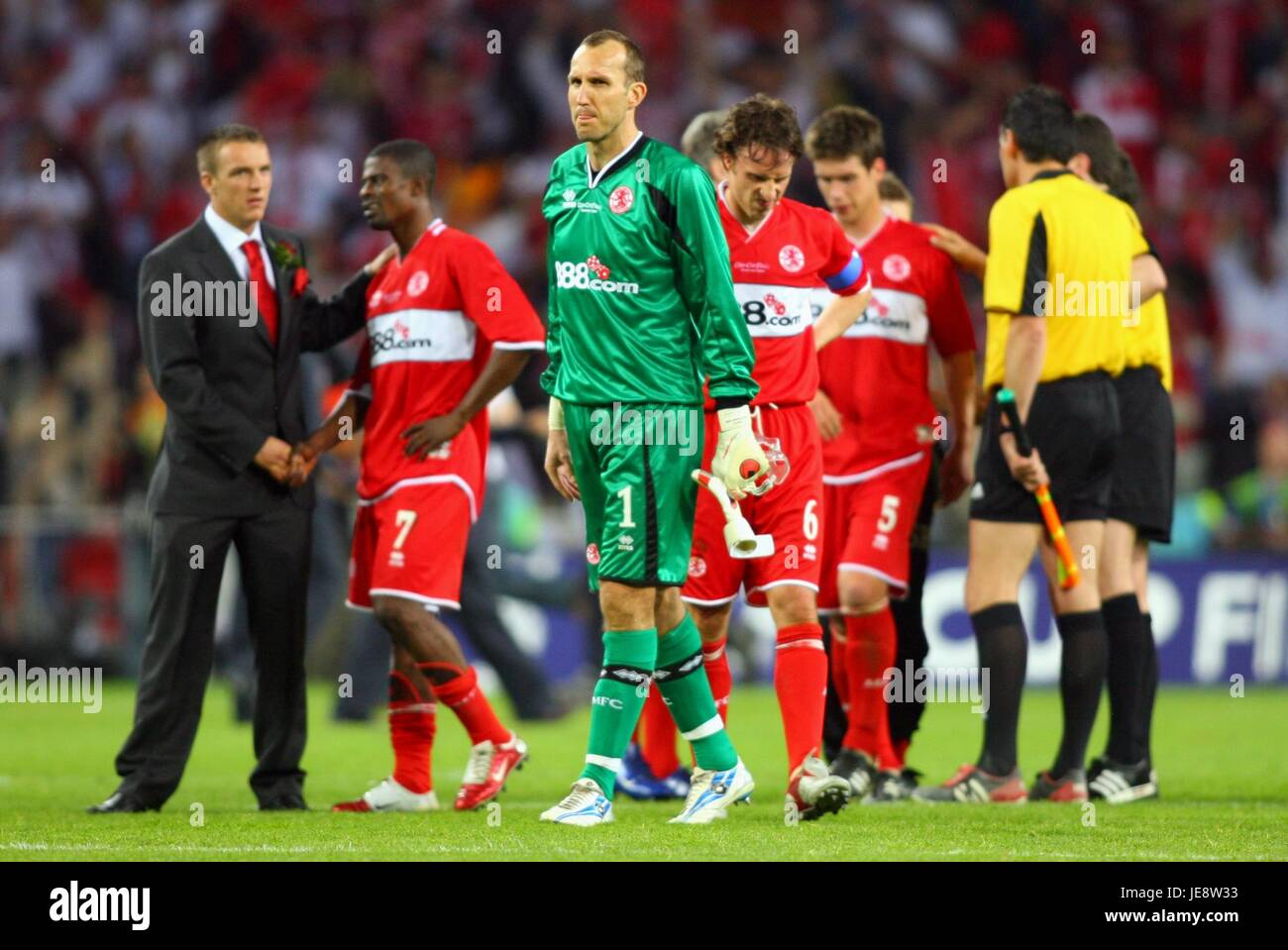 DISPONDENT BORO PLAYERS MIDDLESBROUGH V SEVILLE FC PHILIPS STADIUM EINDHOVEN HOLLAND 10 May 2006 - Stock Image