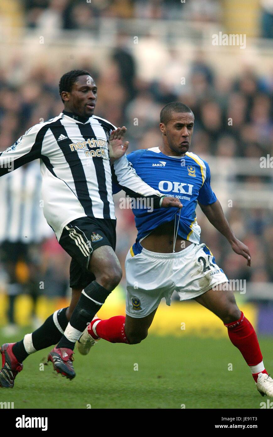 C BABAYARO & WAYNE ROUTLEDGE NEWCASTLE UTD V PORTSMOUTH ST JAMES PARK NEWCASTLE ENGLAND 04 February 2006 - Stock Image