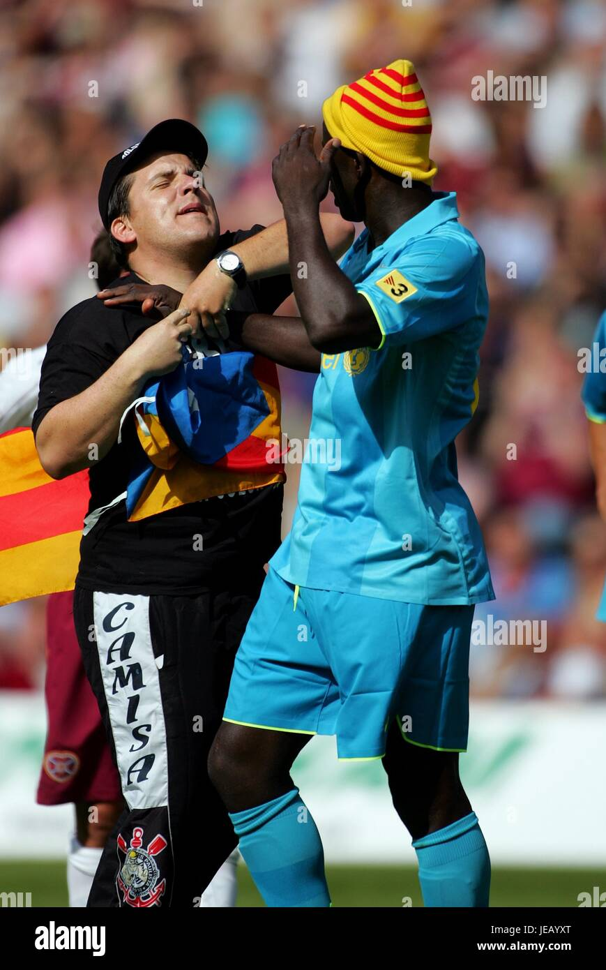FAN GRABS LILIAM THURAM HEARTS V BARCELONA MURRAYFILD STADIUM EDINBURGH SCOTLAND 28 July 2007 - Stock Image