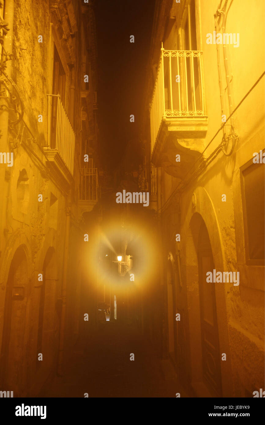 Italy, Sicily, island Ortygia, Syracuse, Old Town, lane, street lamp, back light, evening, Southern Europe, Siracusa, - Stock Image