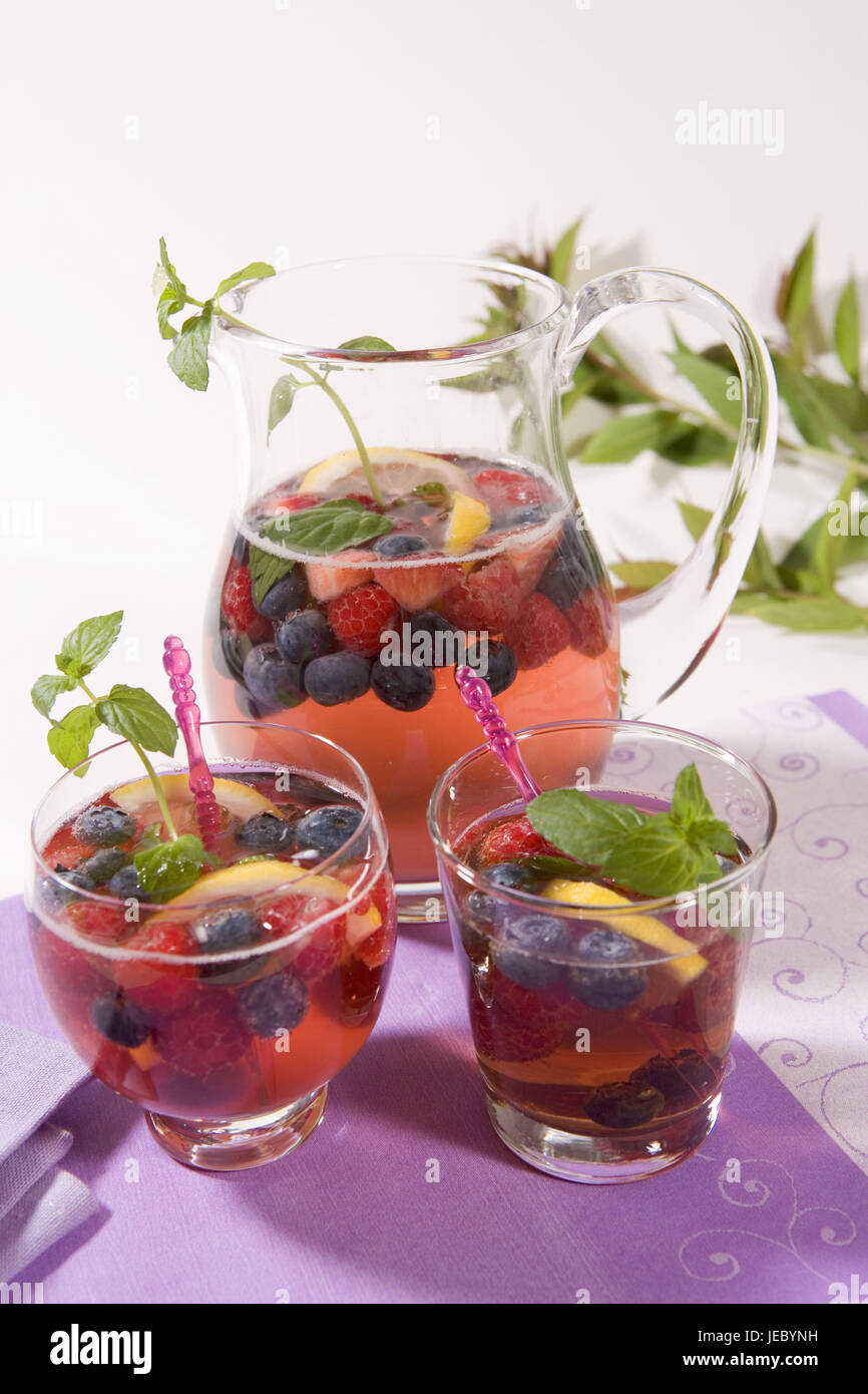 Decanter, glasses, berry punch, punch, ingredients, berries, raspberries, blueberrys, Minzblätter, mint leaves, - Stock Image