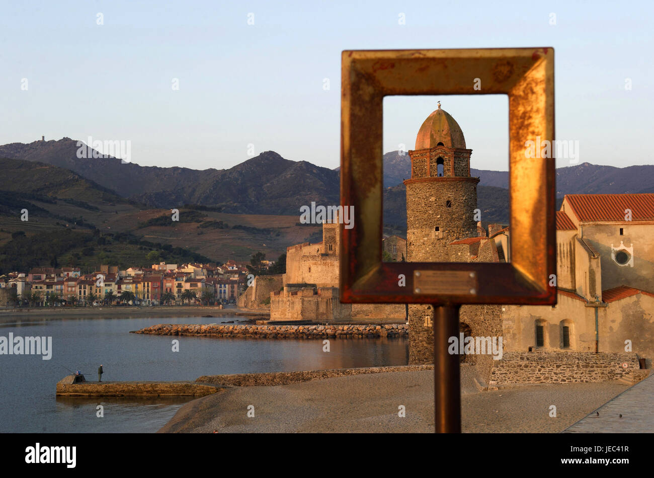 Europe, France, Collioure, château royal and Notre-Dames-des-Anges, Europe, France, Languedoc-Roussillon, Collioure, - Stock Image