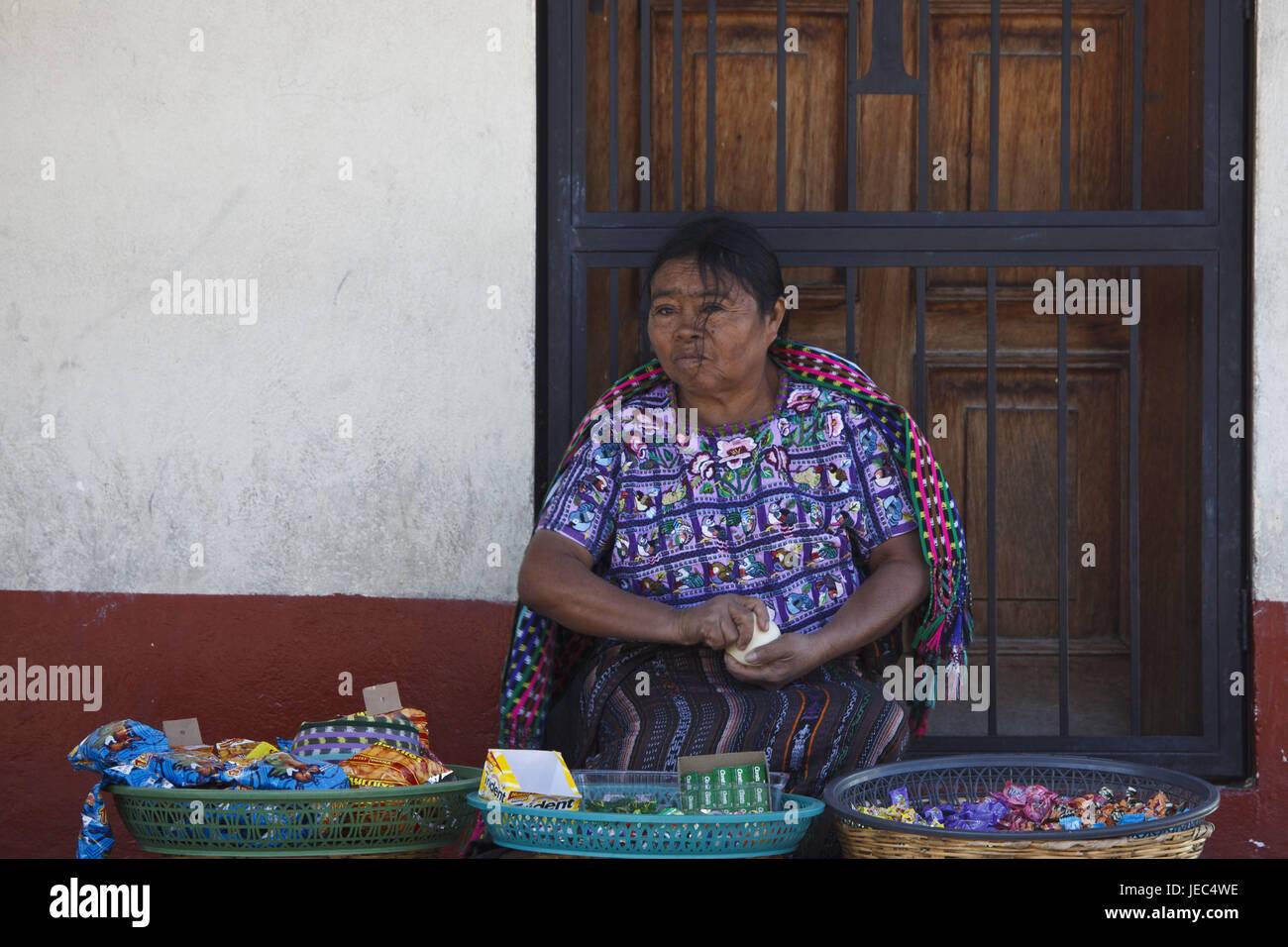 Guatemala, Atitlan lake, woman, Maya, selling, no model release, - Stock Image