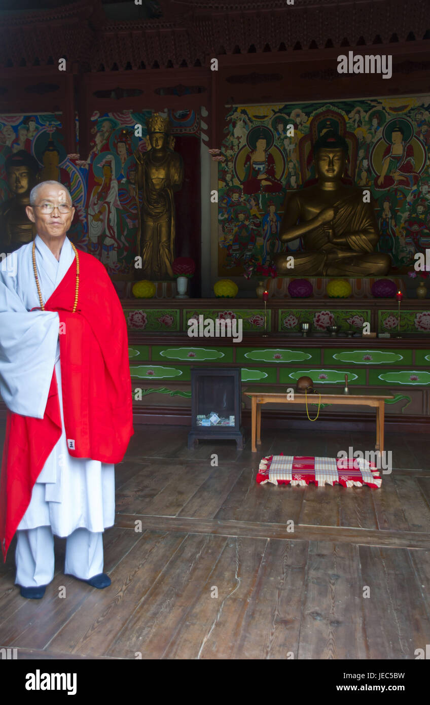 Old monk in the Buddhist Pohyon temple in the mountain Myohyang-san, North Korea, - Stock Image