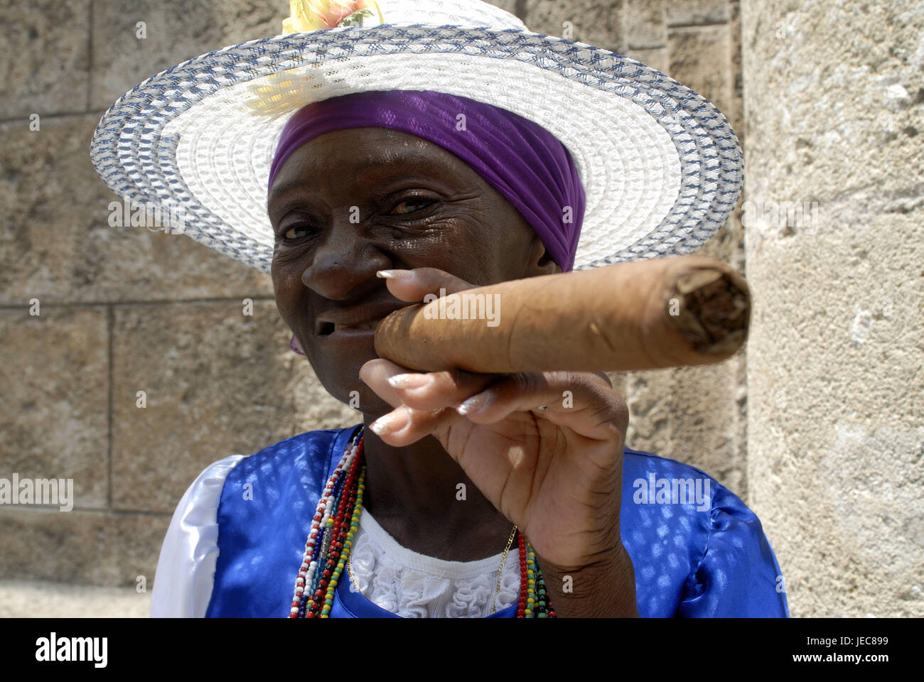 Cuba, Havana, Cuban, cigar, smoke, portrait, the Caribbean, island, person, locals, woman, senior, solar hat, care, - Stock Image