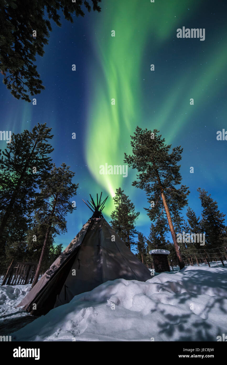 Aurora Over The Reindeer Lodge In Swedish Lapland - Stock Image
