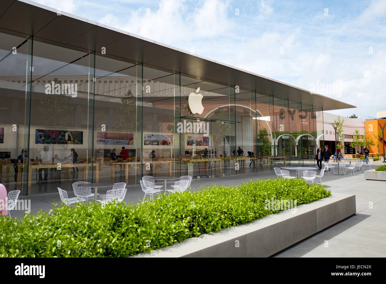 Glass facade of the Apple store at the Stanford Shopping Center, an upscale outdoor shopping mall in the Silicon - Stock Image