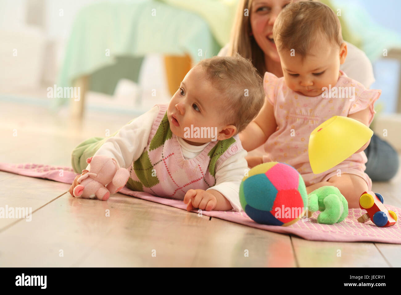 two babies, game group, mother, social behaviour, toys, share, try out, - Stock Image