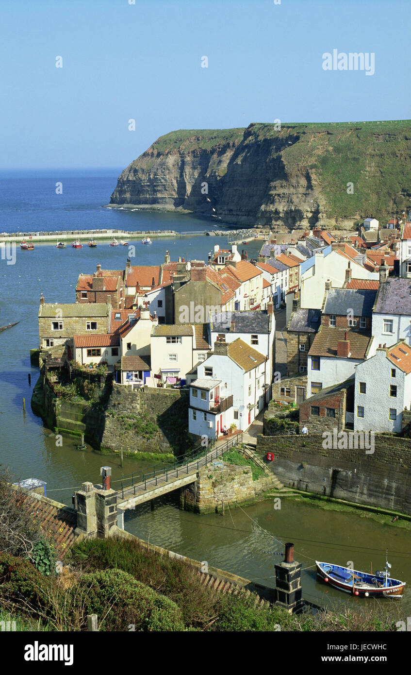 Great Britain, England, North Yorkshire, Staithes, town view, river, bridge, boat, Europe, destination, place of - Stock Image