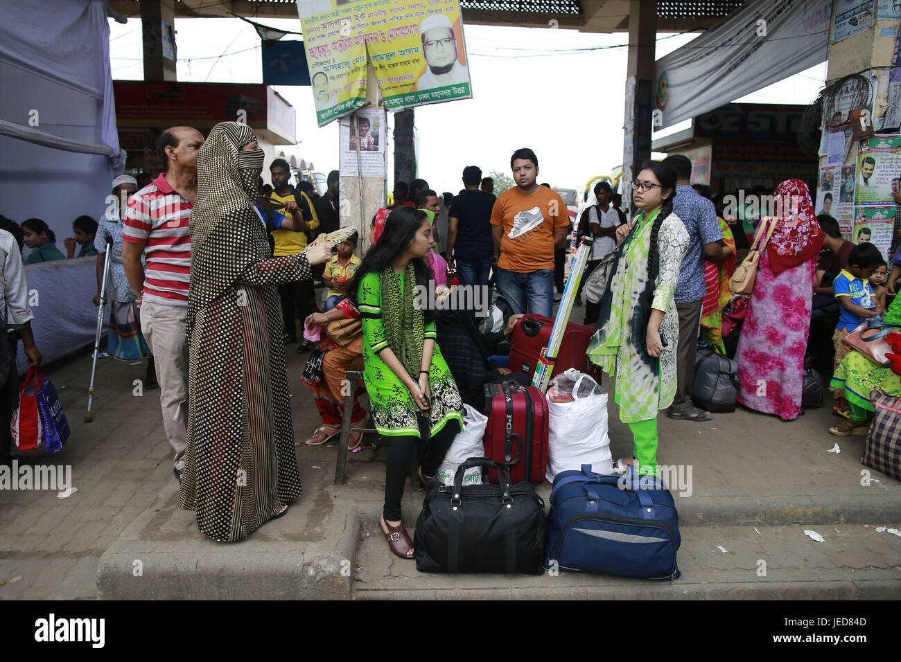 June 23, 2017 - Dhaka, Bangladesh - Bangladeshi homebound people wait for Bus as they head to their hometowns ahead - Stock Image