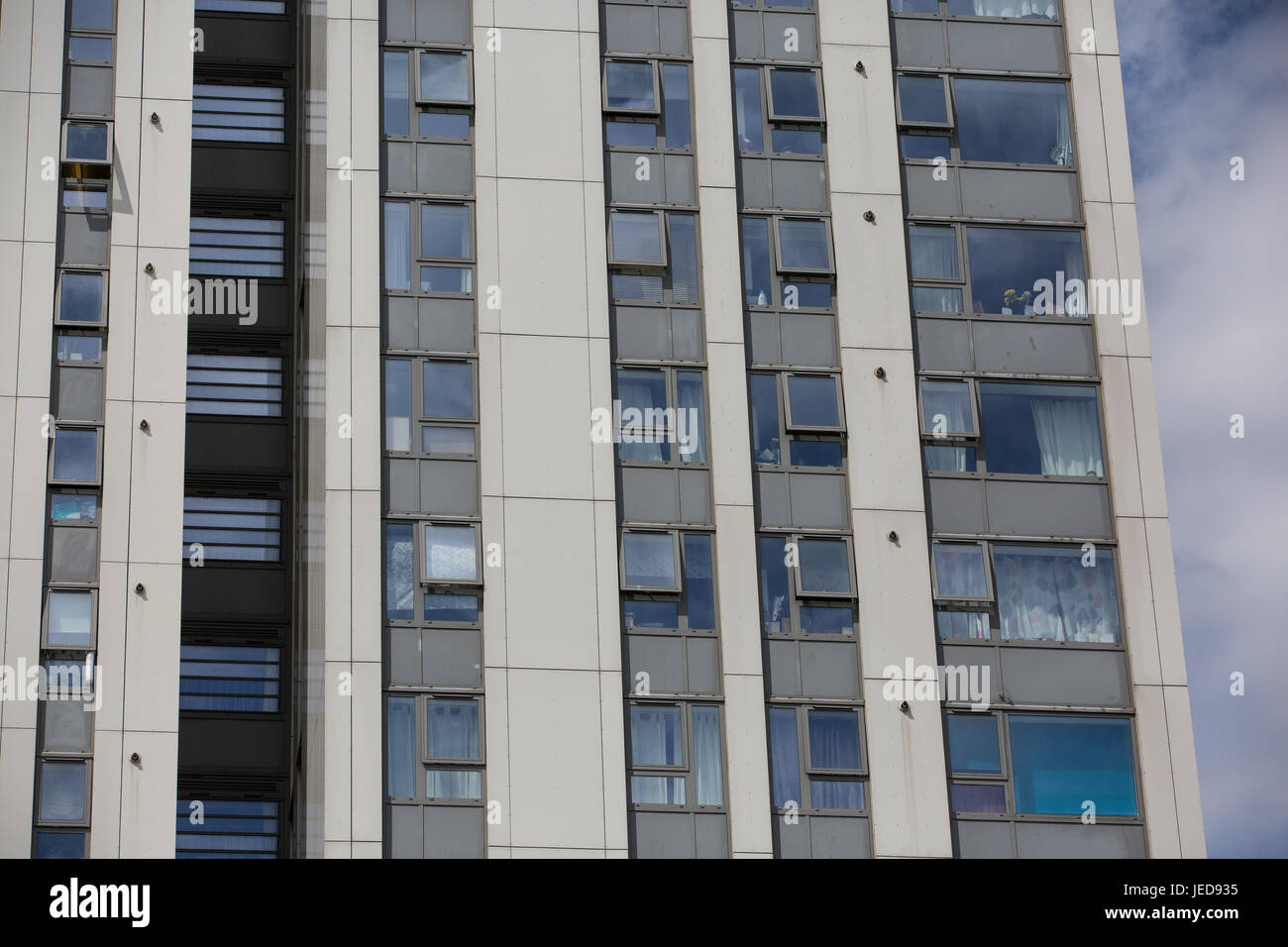 London, UK. 23rd June, 2017. Cladding panels on Dorney Tower in the Chalcots Estate in Camden. 600 households in - Stock Image