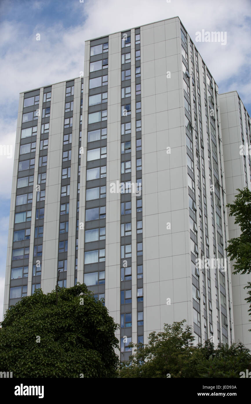 London, UK. 23rd June, 2017. Cladding panels on Bray Tower in the Chalcots Estate in Camden. 600 households in four - Stock Image