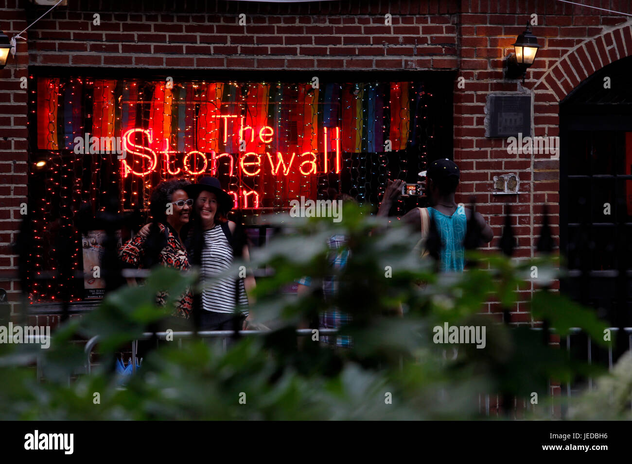 New York, USA. 23rd June, 2017. The Stonewall Inn in New York City's Greenwich Village where the Gay Pride movement - Stock Image