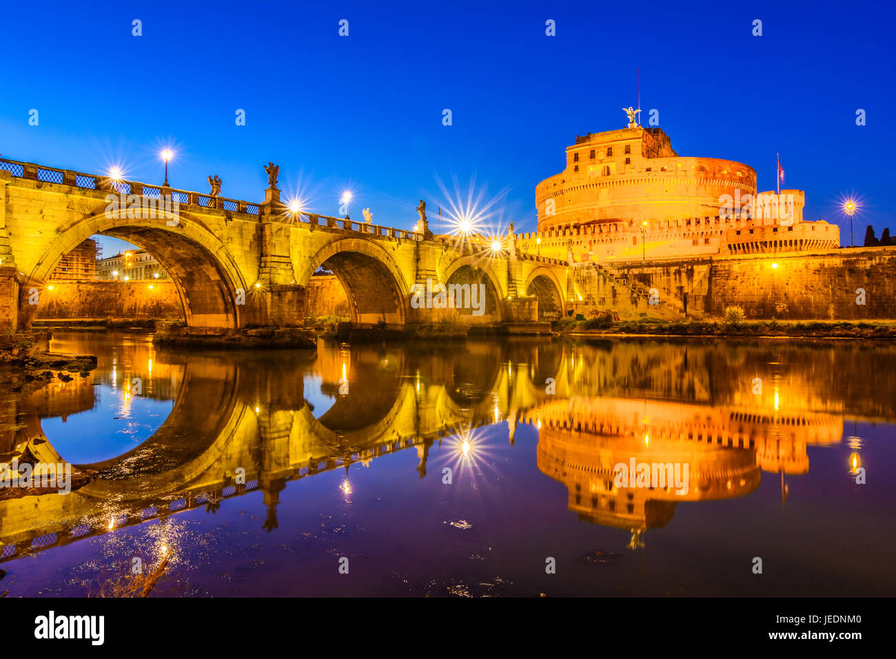 Night view over the Tiber river and the Sant'Angelo bridge - Stock Image