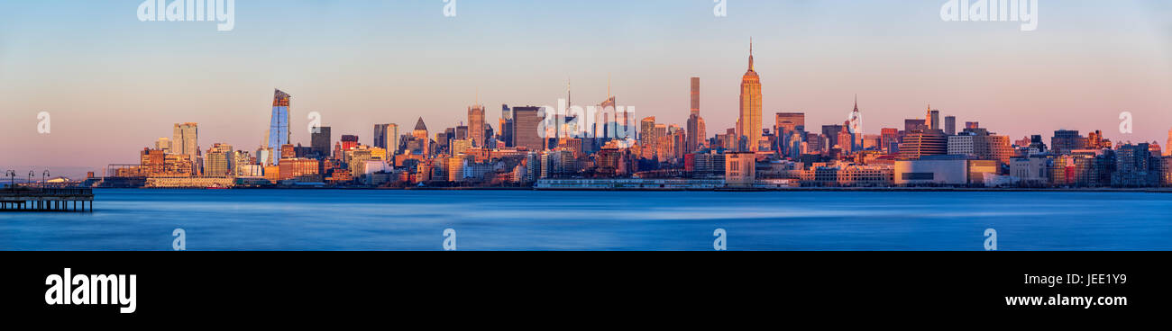 Panoramic view at sunset of Midtown West skyscrapers with the Hudson River. Manhattan, New York City - Stock Image