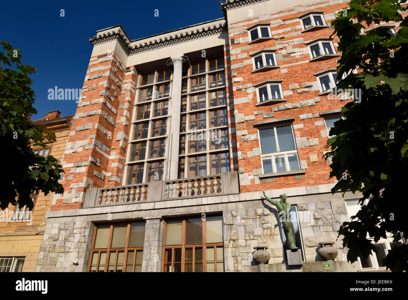 National and University Library of Slovenia in Ljubljana by architect Joze Plecnik with sculpture of Moses by Dolinar - Stock Image