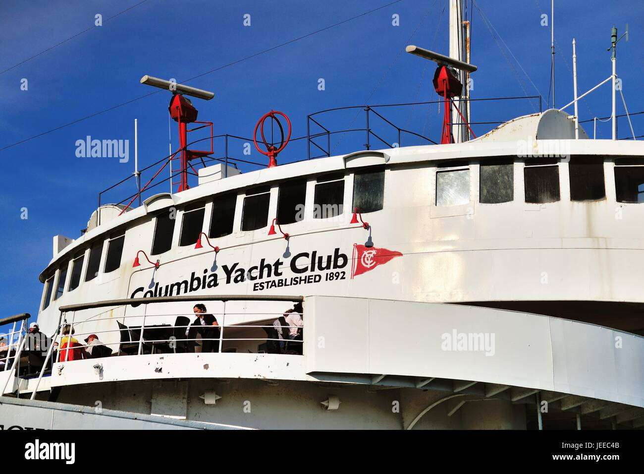 A yacht provides a ftting home for the Columbia Yacht Club in Chicago's DuSable Harbor. Chicago, Illinois, USA. Stock Photo