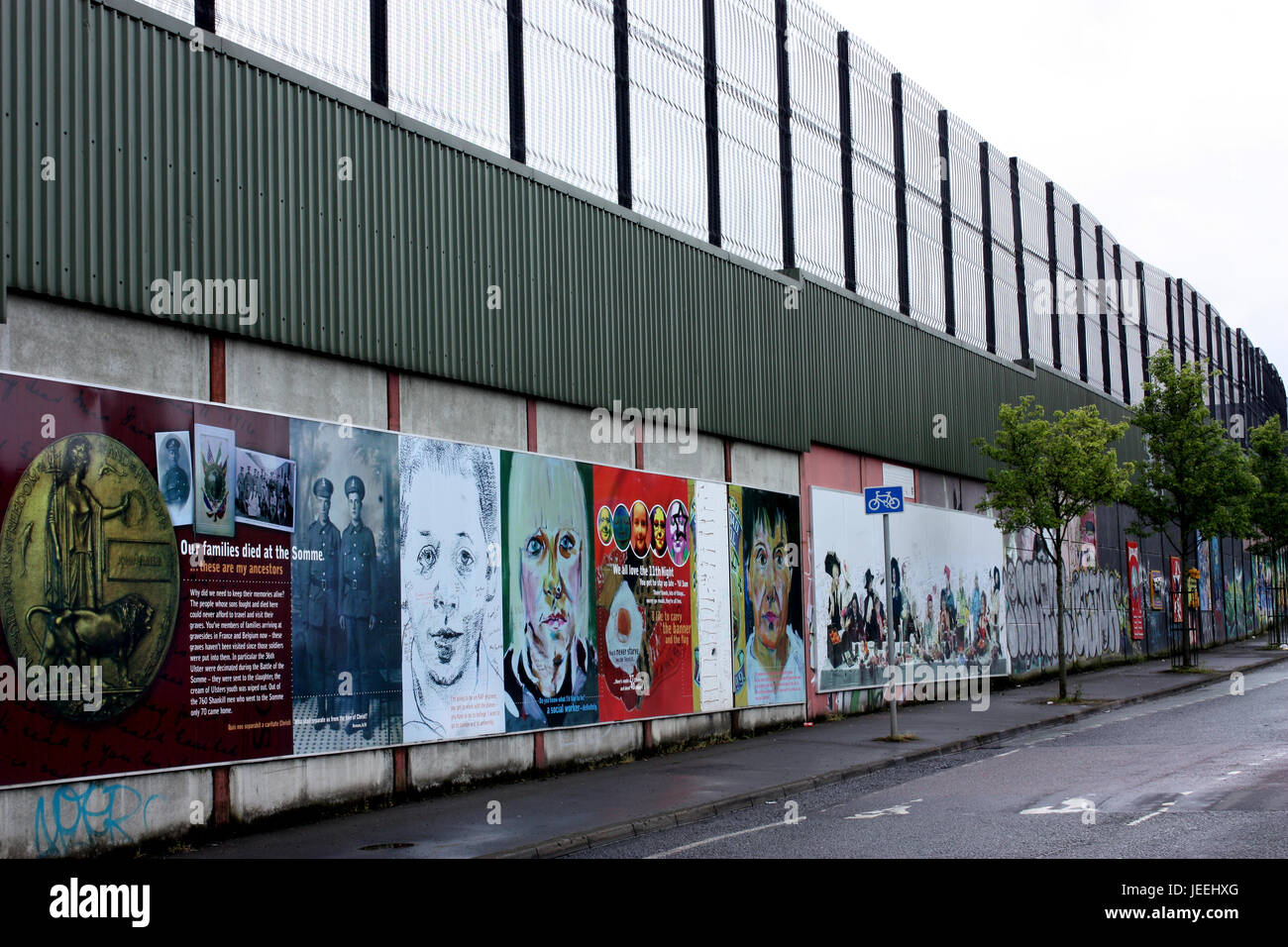 The Peace Wall, Cupar Way, Belfast Stock Photo: 146609528 - Alamy