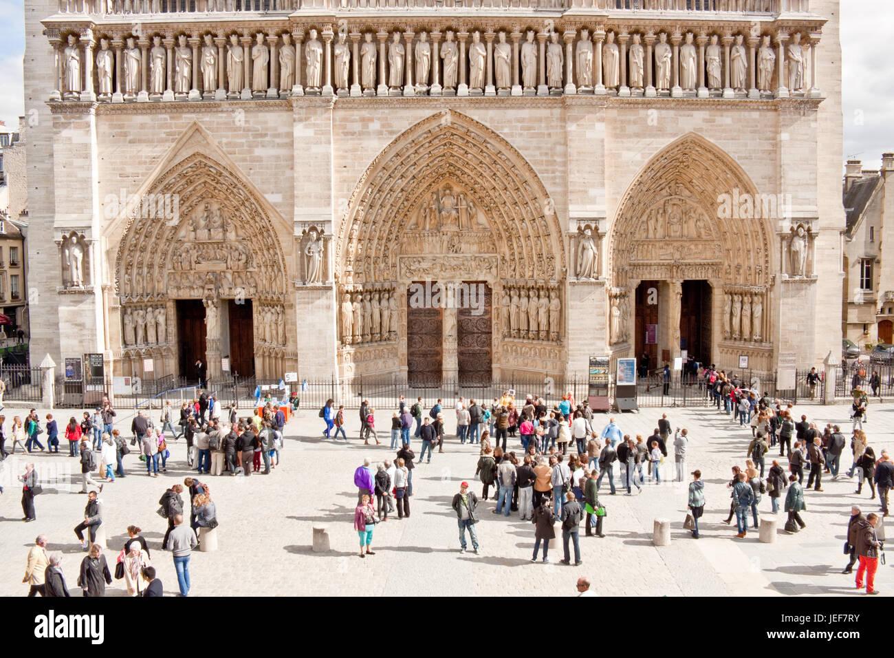 Paris, France - September 19, 2013: Tourists enjoying the  exterior of Notre Dame de Paris cathedral and waiting - Stock Image