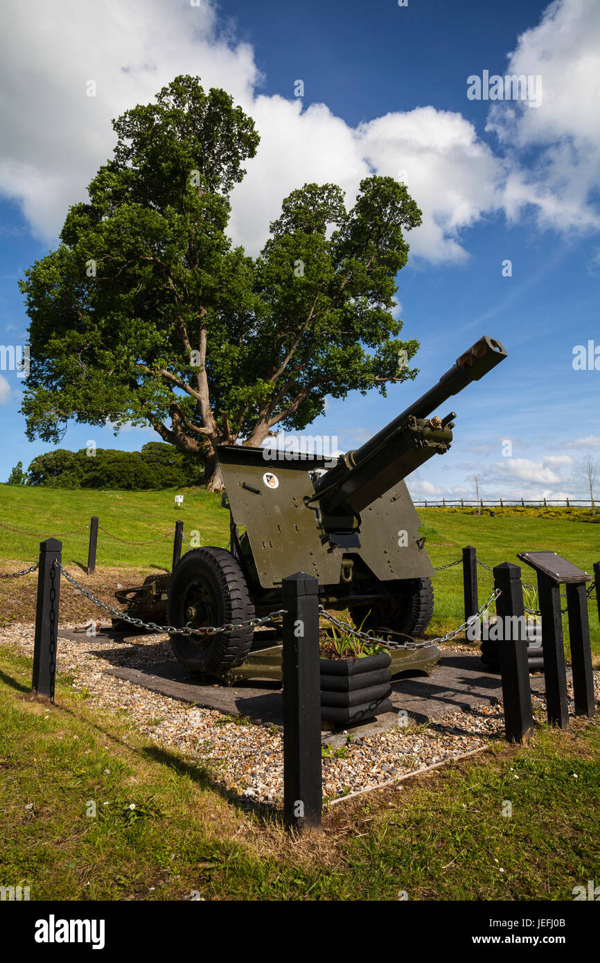 The Old British made QF 25-Pounder Field Gun on display at  Belvedere House, Near Mullingar, County Westmeath, Ireland - Stock Image