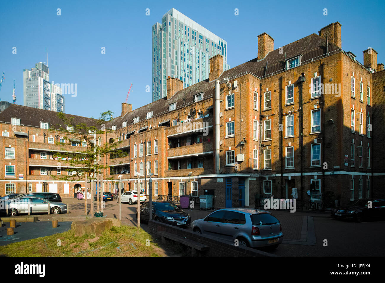 Brune House, near Petticoat Lane in Whitechapel, local authority housing close to the edge of the City of London - Stock Image