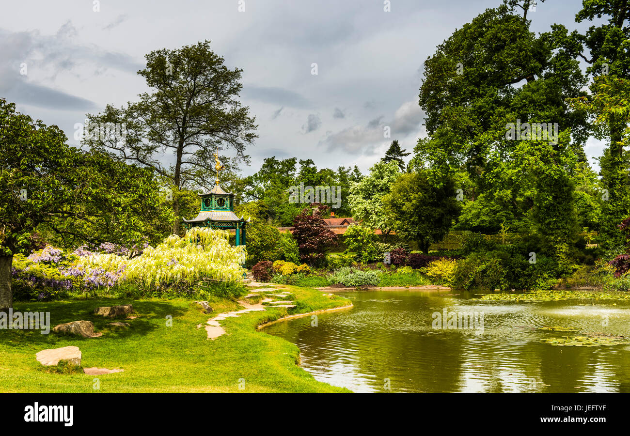 Lake and pergola in the water gardens at Cliveden, Buckinghamshire, UK - Stock Image
