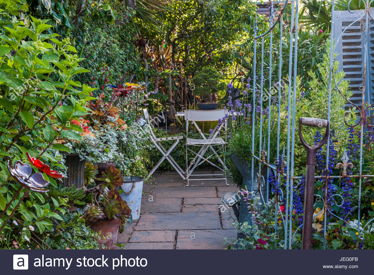 patio area at Driftwood garden - Stock Image