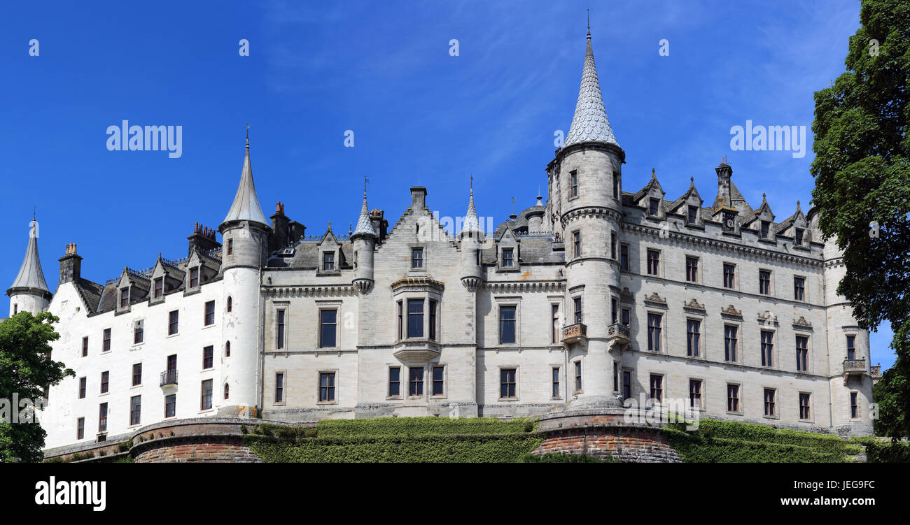 Dunrobin Castle on a sunny day with clear blue skies - Stock Image