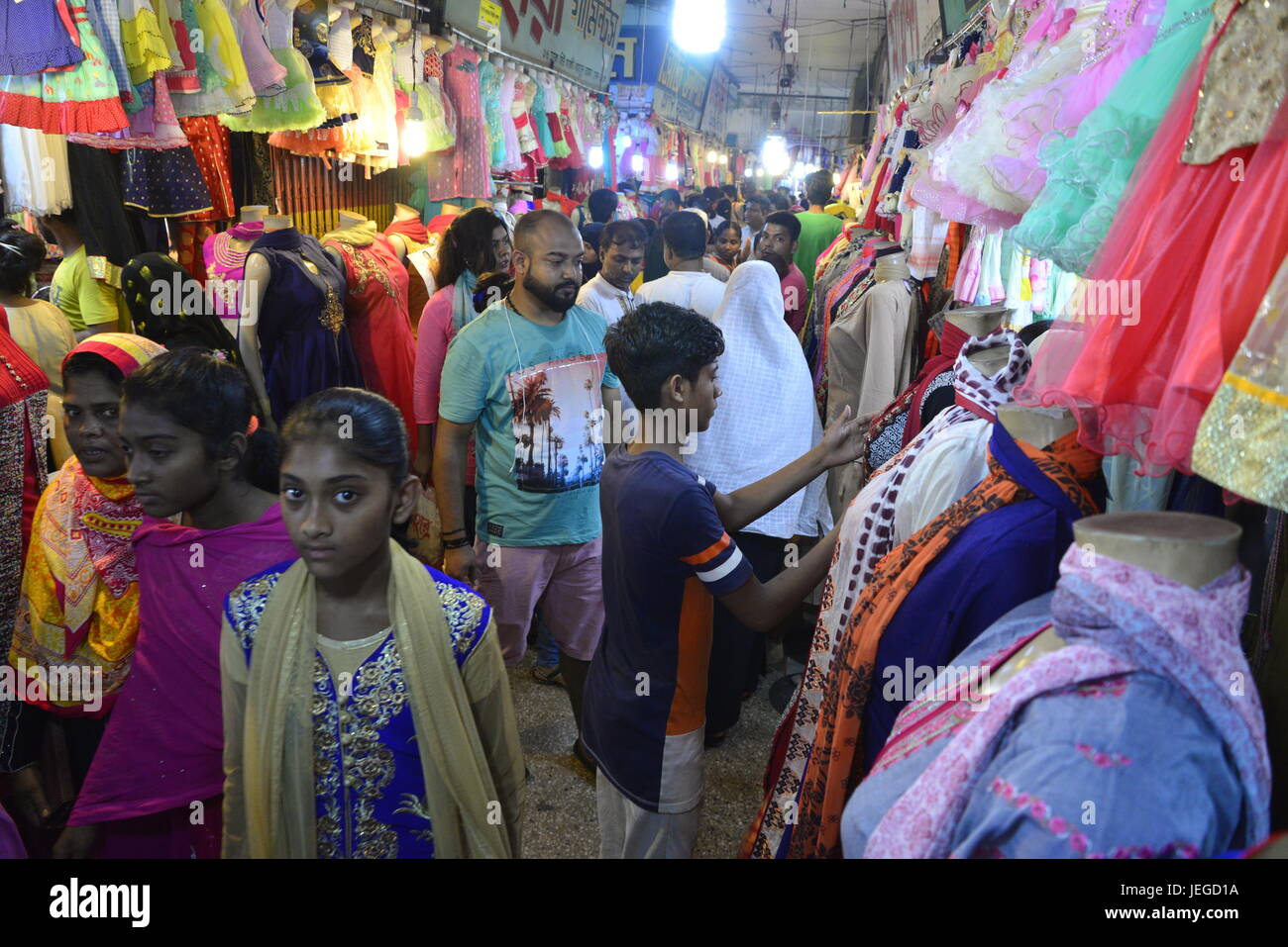Most Inspiring Bangladesh Eid Al-Fitr Feast - bangladeshi-muslim-peoples-busy-in-shopping-at-new-market-ahead-of-JEGD1A  Collection_479190 .jpg