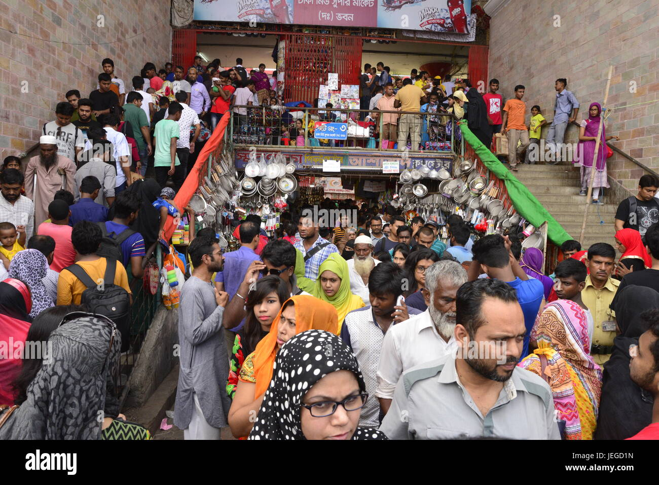 Most Inspiring Bangladesh Eid Al-Fitr Feast - bangladeshi-muslim-peoples-busy-in-shopping-at-new-market-ahead-of-JEGD1N  Collection_479190 .jpg