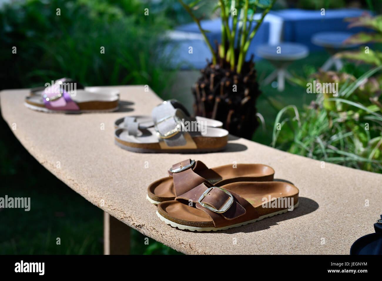 új termékek a lábán képek exkluzív cipő Paris, France. 24th June, 2017. Creations of BIRKENSTOCK for the ...