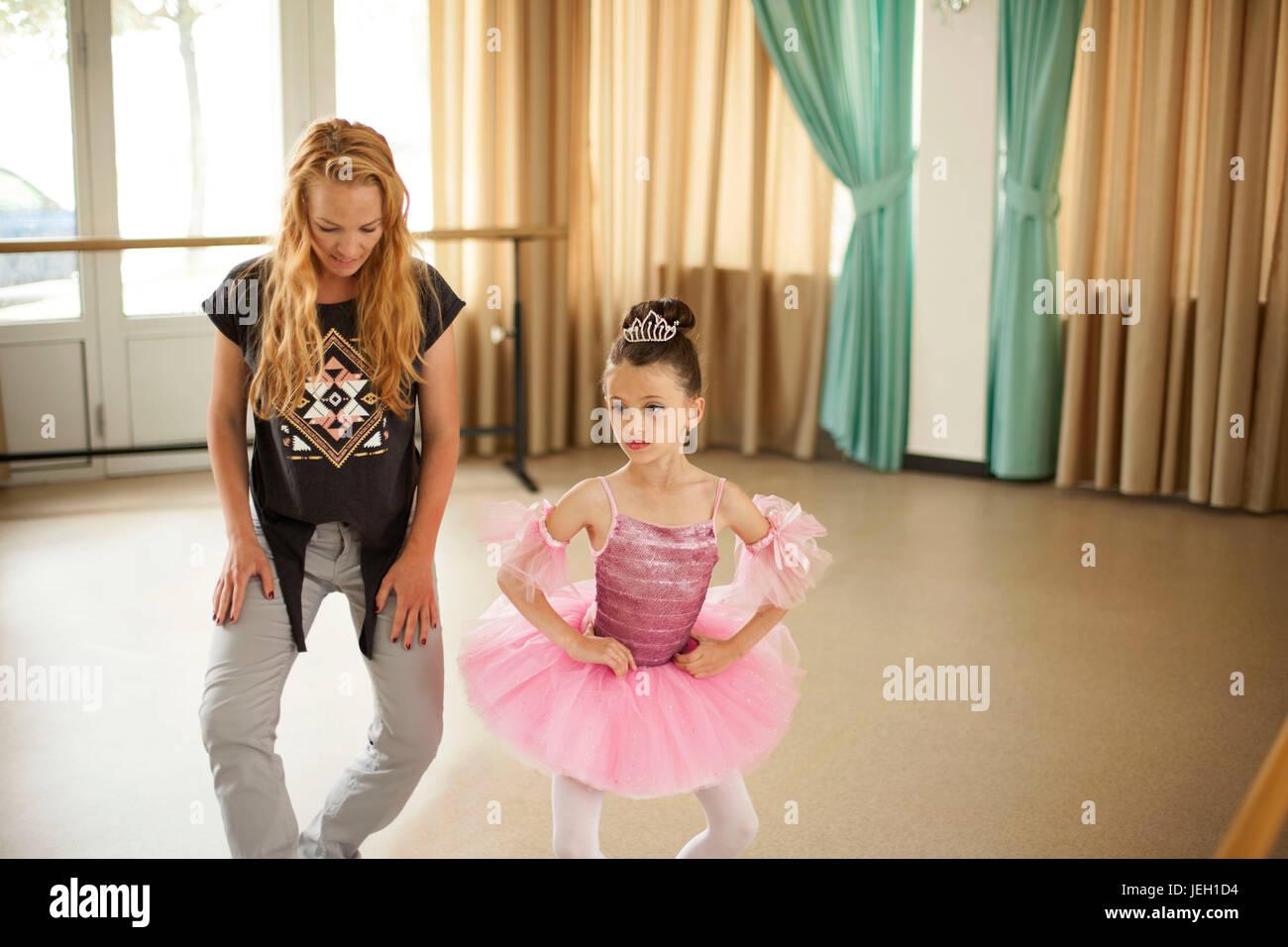 Baby ballerinas in ballet studio - Stock Image