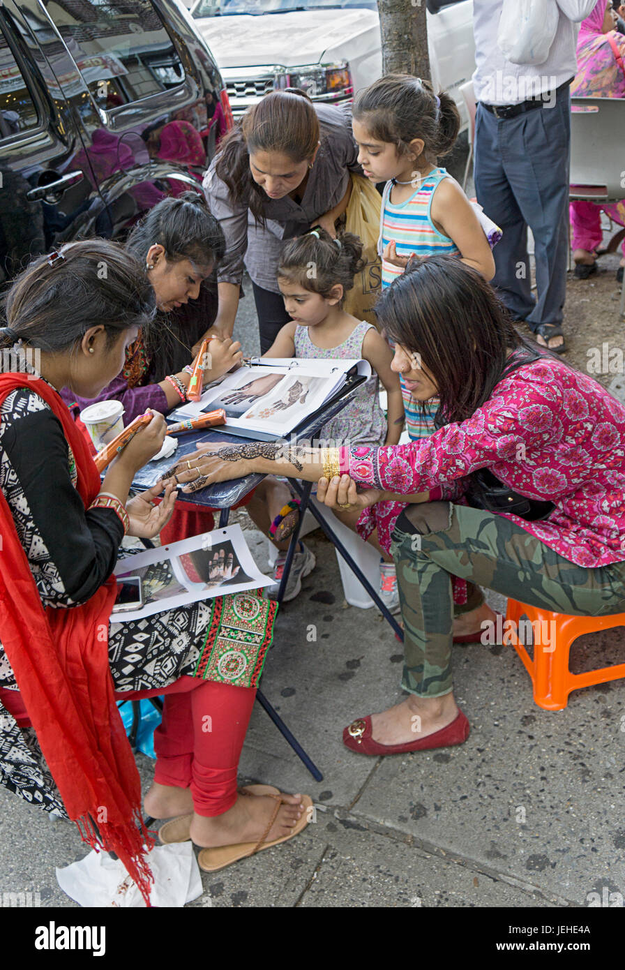 A stand on 74th Street in Jackson Heights where females get henna tattoos on thier hands & wrists to celebrated - Stock Image