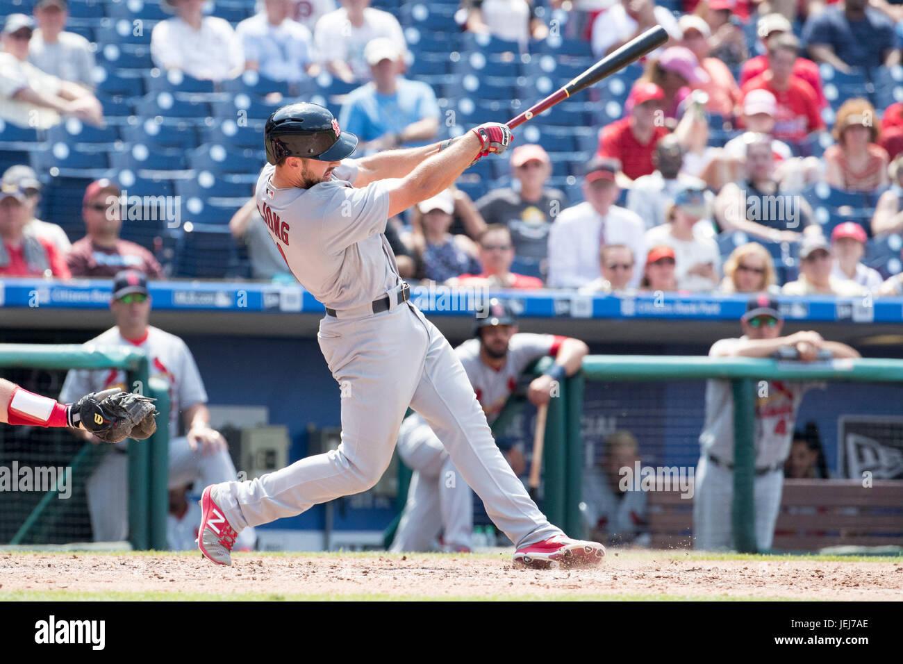 Philadelphia, Pennsylvania, USA. 22nd June, 2017. St. Louis Cardinals second baseman Paul DeJong (11) hits a home - Stock Image