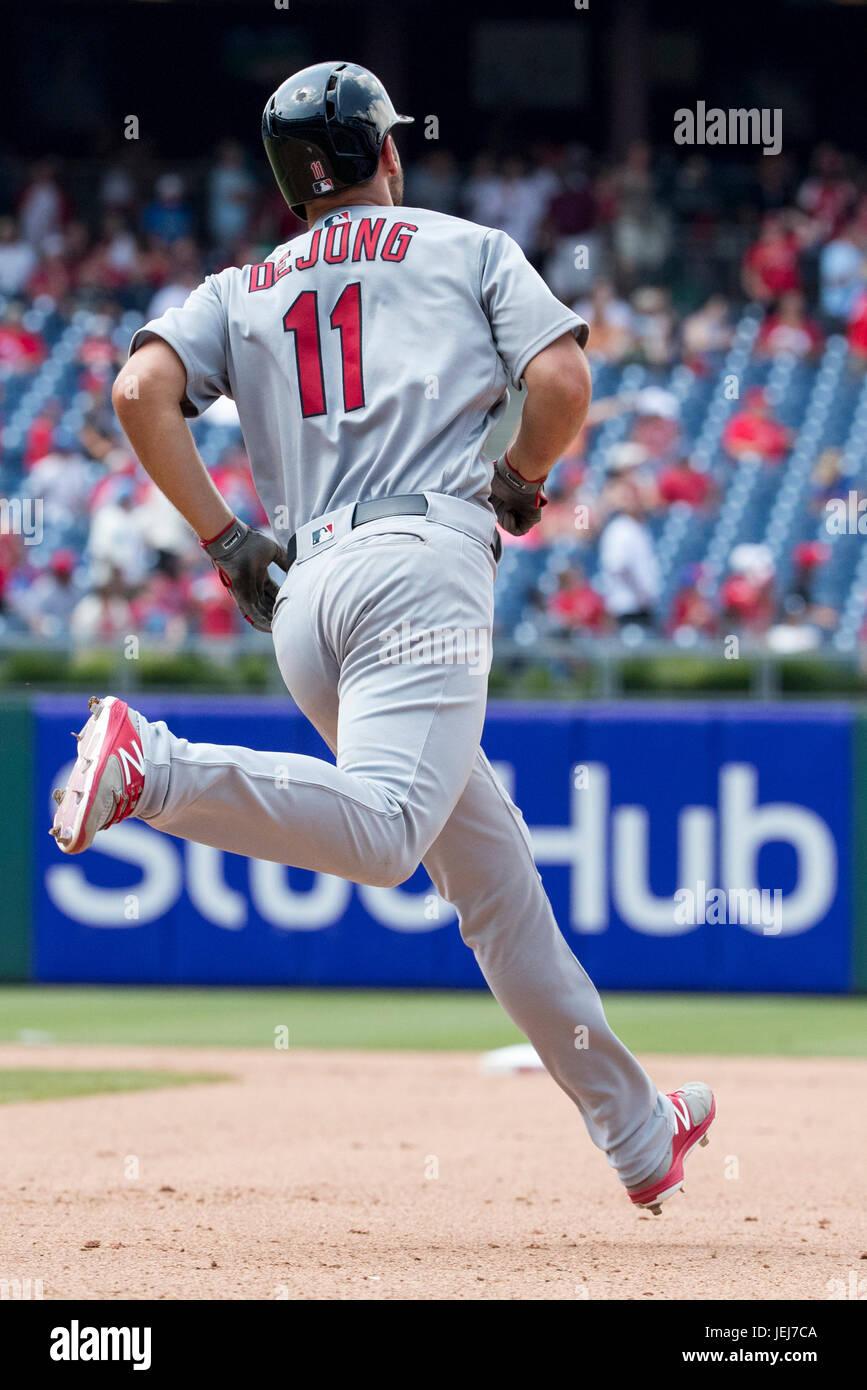 Philadelphia, Pennsylvania, USA. 22nd June, 2017. St. Louis Cardinals second baseman Paul DeJong (11) runs the bases - Stock Image