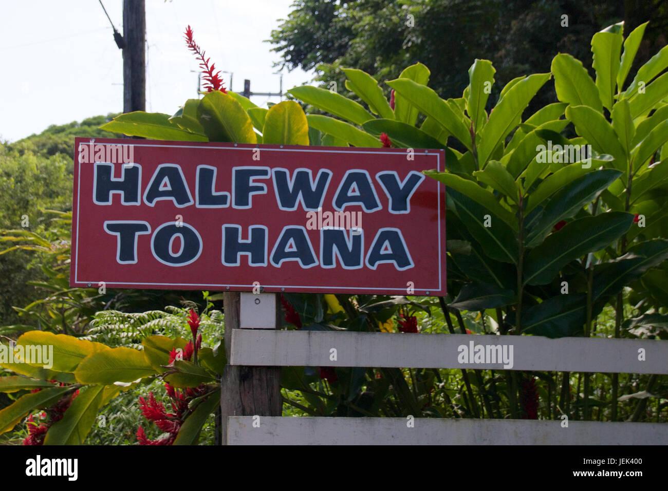 """Halfway to Hana"" sign along the Road to Hana - Stock Image"