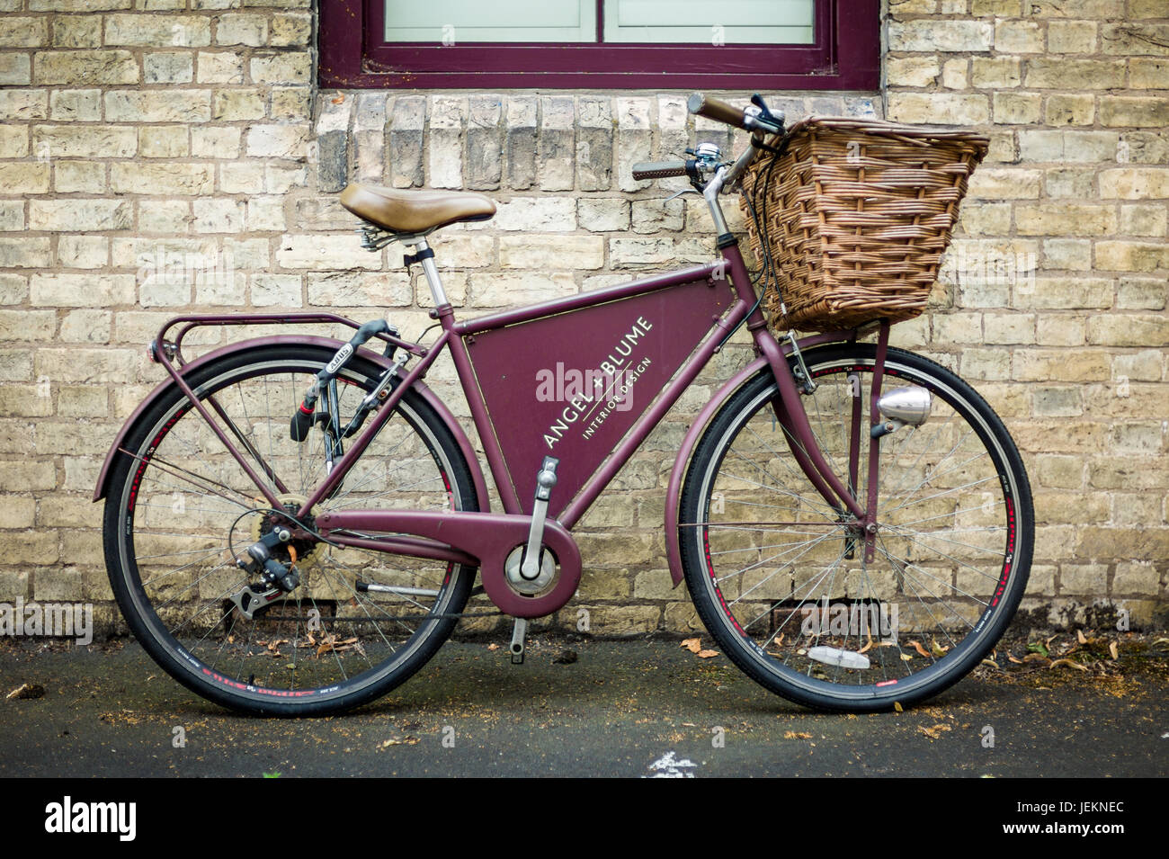 Bike Advertising in Cambridge - a classic style bike advertising the Angel and Blume Interior Design studio in Emmanuel - Stock Image
