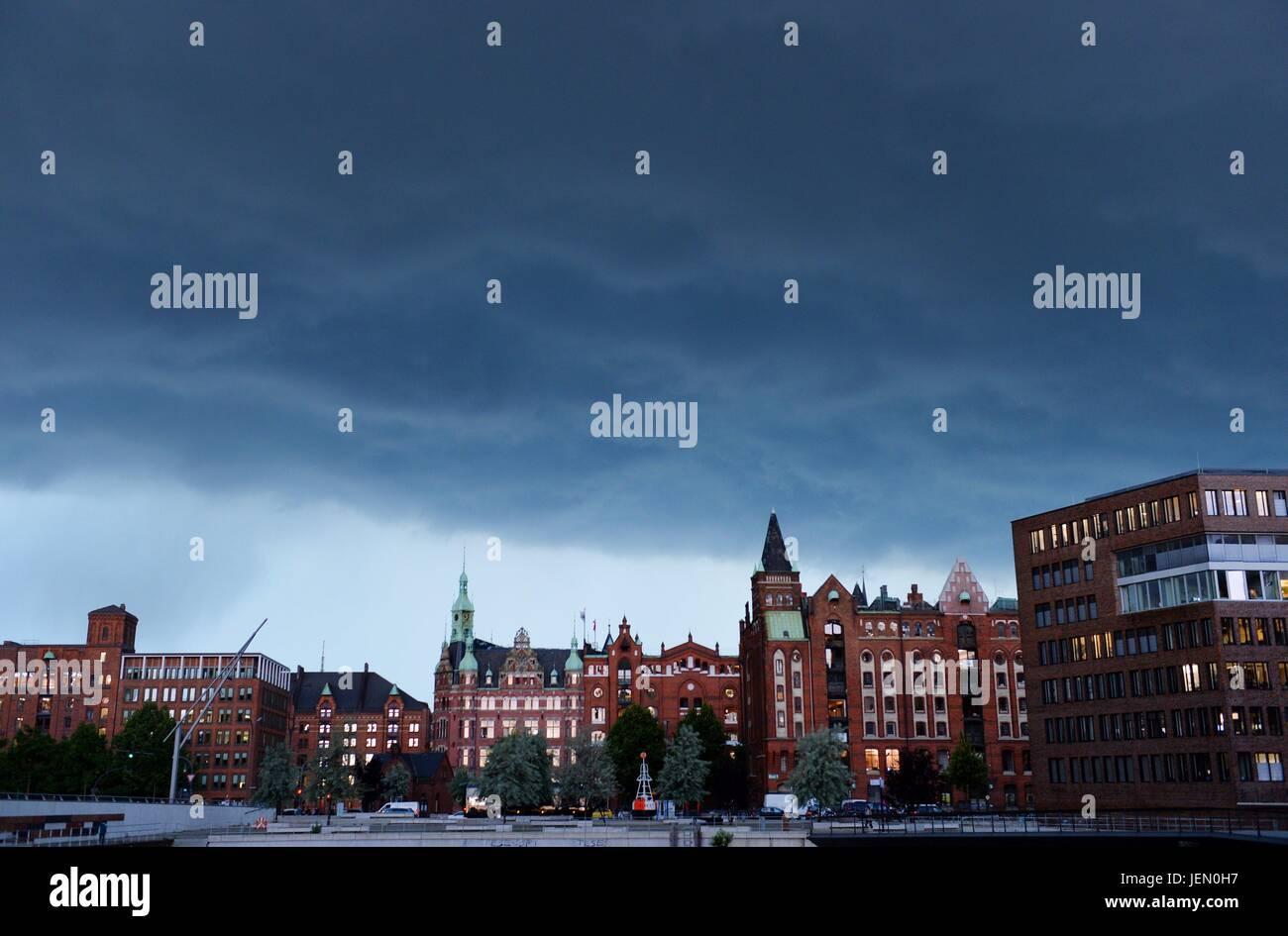 Hamburg, Germany. 22nd June, 2017. Ctyview of Hamburgf at the harbour, Germany, city of Hamburg, 22. June 2017. Stock Photo