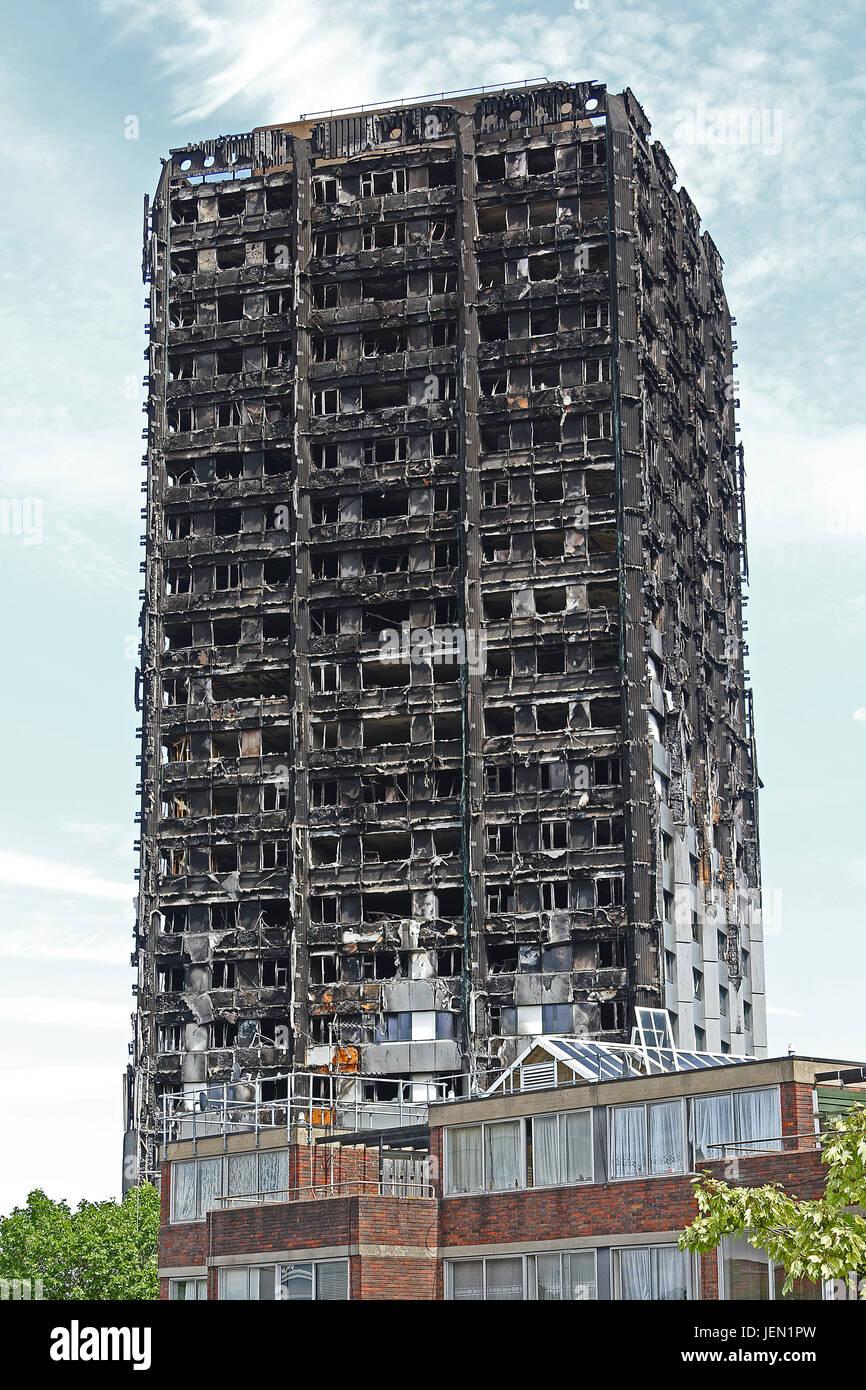 Grenfell Tower, Lancaster West Estate, North Kensington, London, UK. 26th June, 2017. Photo by Richard Goldschmidt - Stock Image