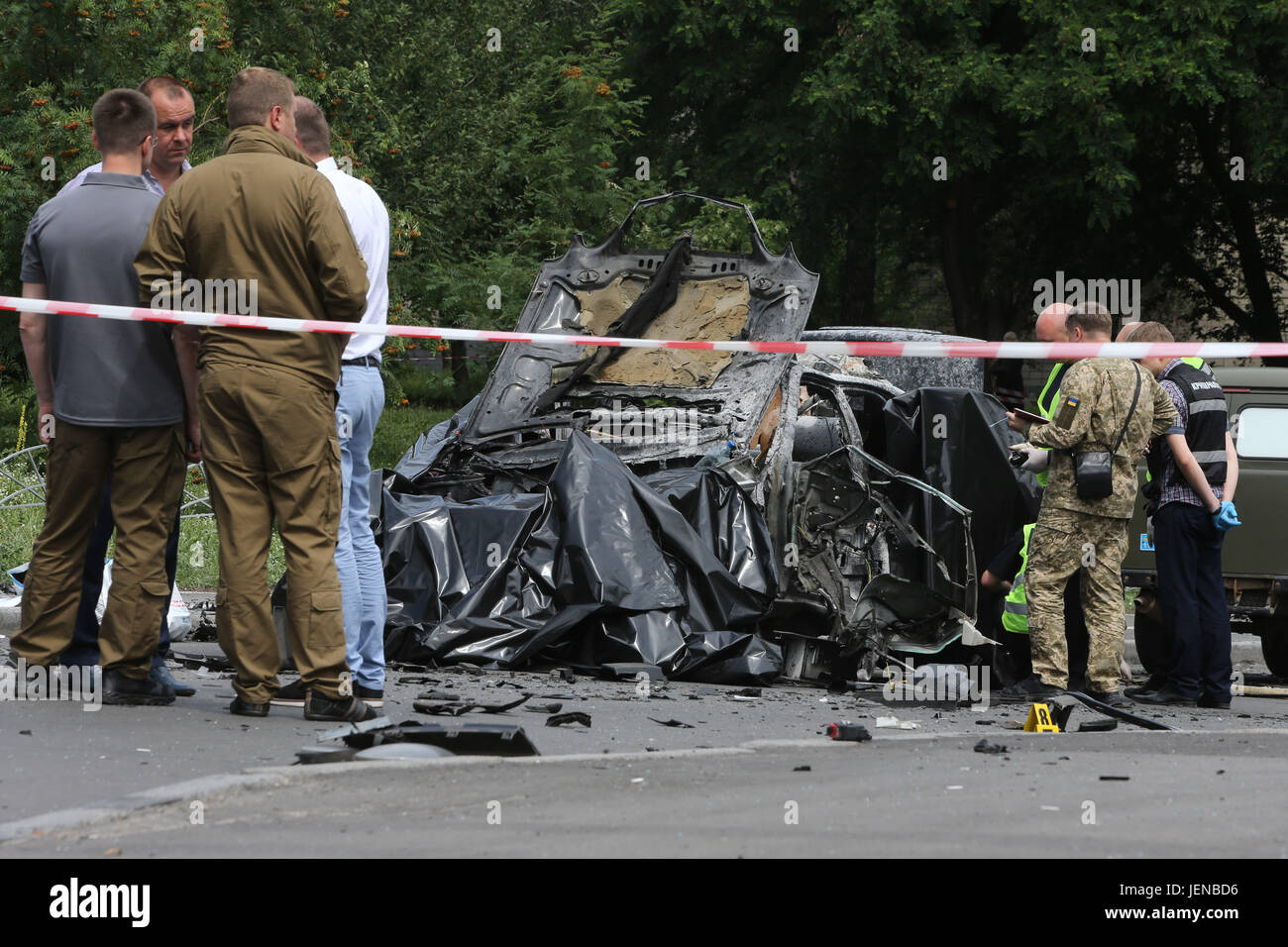 Kiev, Ukraine. 27th June, 2017. Policemen and investigators inspect the site of car blast in Kiev, capital of Ukraine, - Stock Image