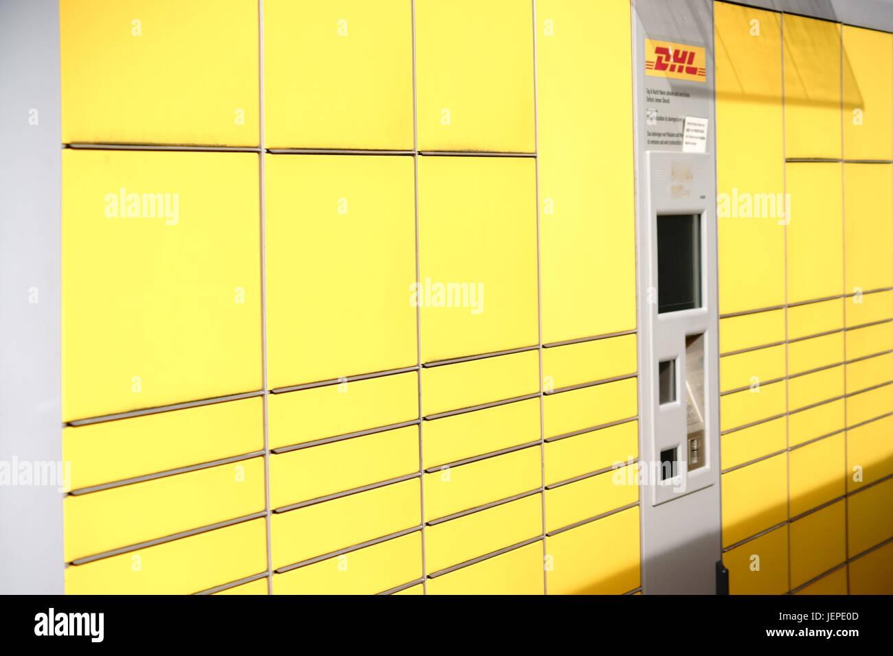 parcel lockers stock photos parcel lockers stock images alamy. Black Bedroom Furniture Sets. Home Design Ideas
