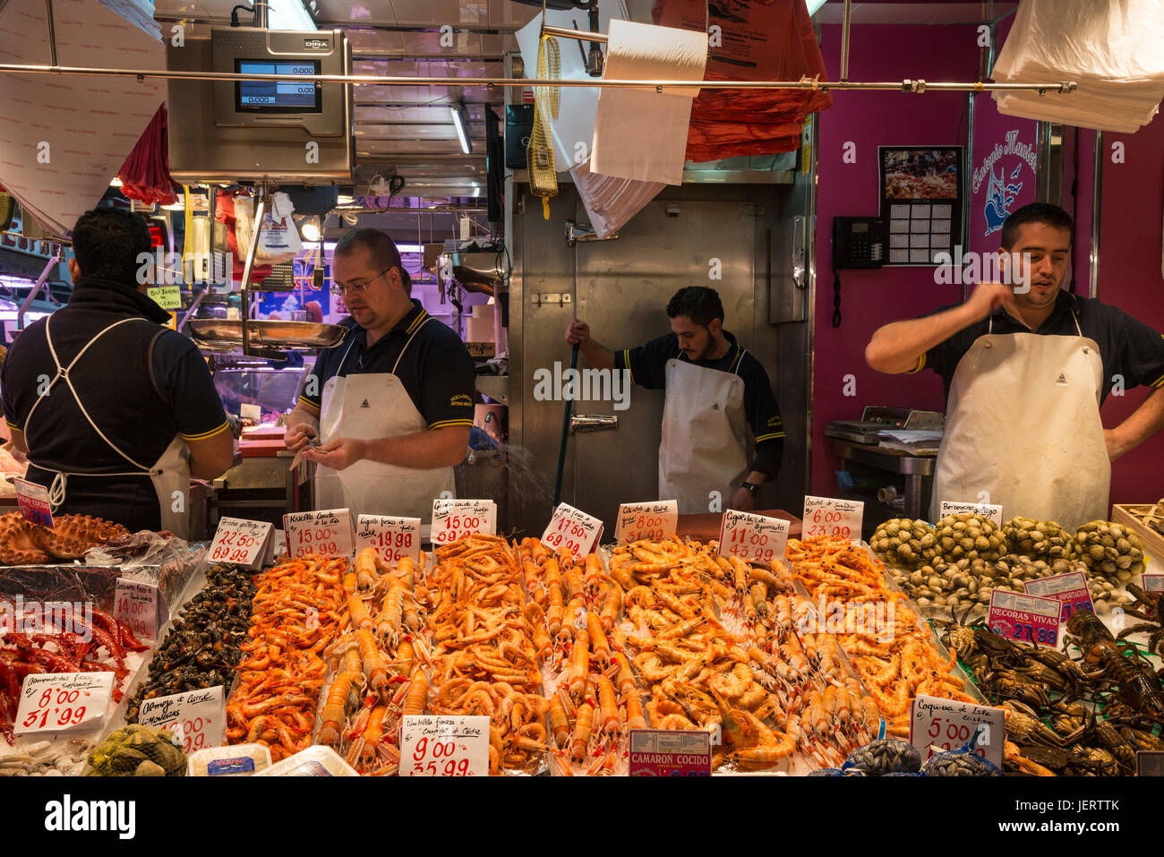 Seafood from all over Spain on sale in the Mercardo de Maravillas, one of the largest food markets in Europe.  Cuatro - Stock Image