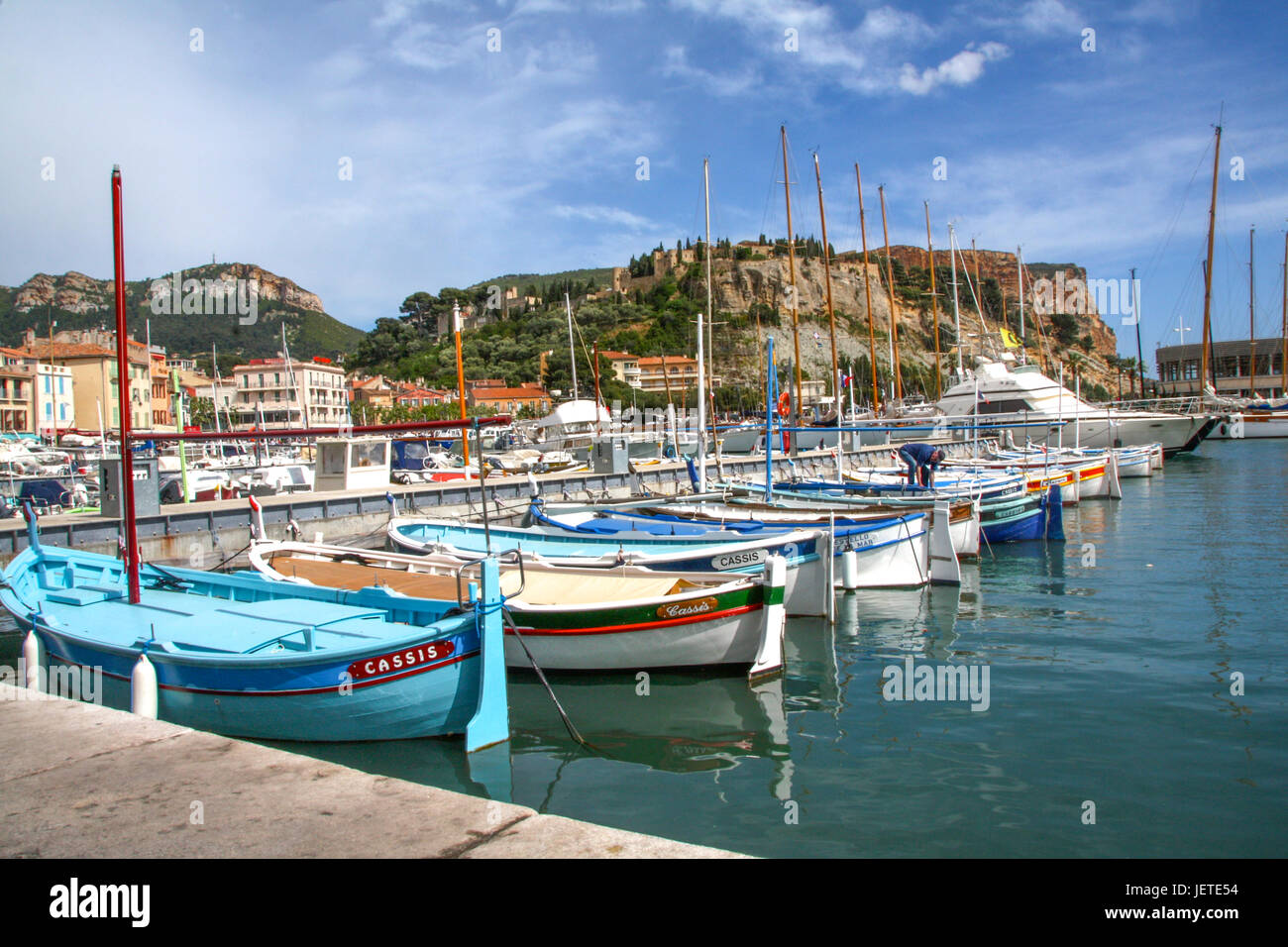 Barques dans le port de Cassis, Bouches-du-Rhône, France - Boats in Cassis harbour, Southern France Stock Photo
