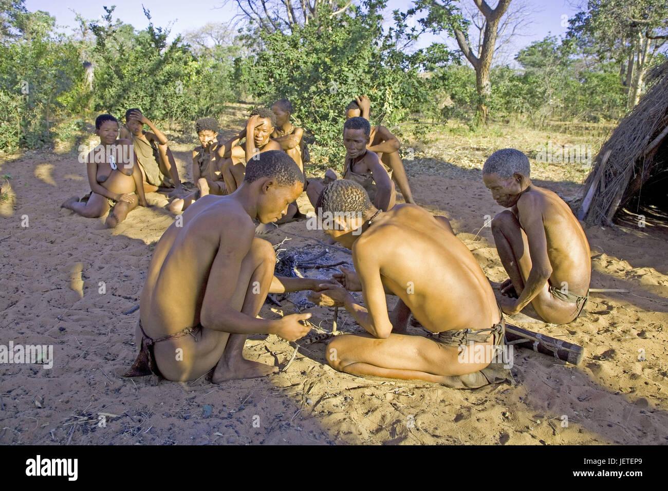 Namibia, Kalahari, bushman's country, bushman's settlement, Grashoek, bushmen, campfires, no model release, - Stock Image