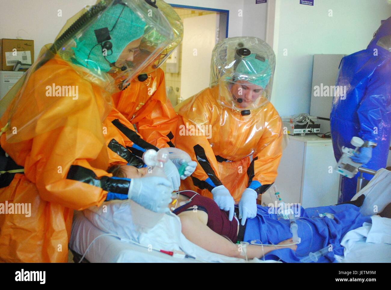 Cross-border transport exercise for high pathogenic infecting agent. Patient with lassa virus. Transport into the - Stock Image