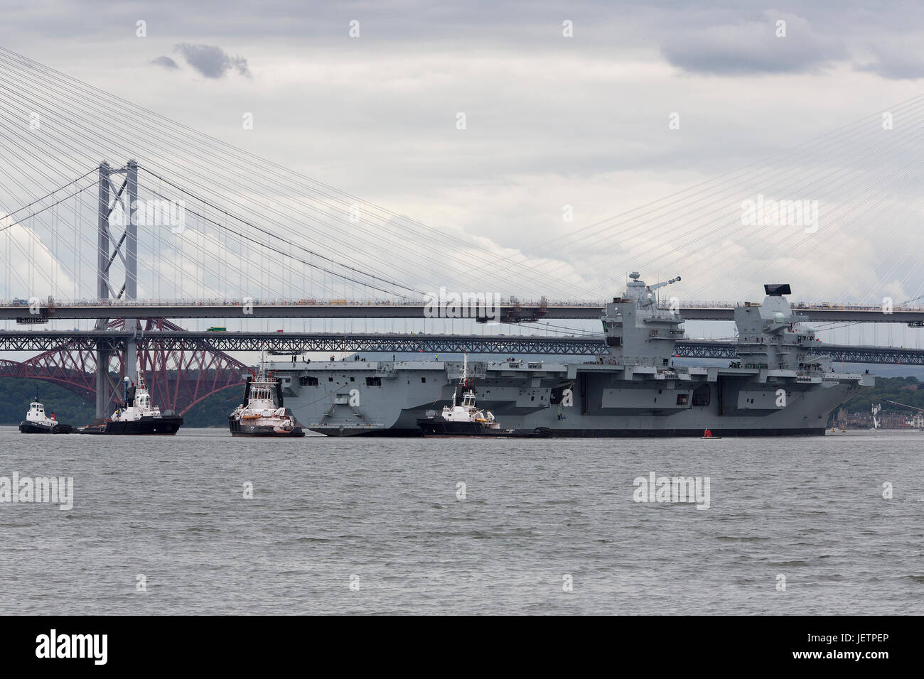 Aircraft Carrier HMS Queen Elizabeth leaving the Rosyth Dockyard in Fife, Scotland - Stock Image